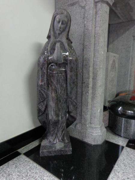 Vierge en pierre